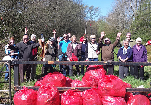 Llanishen and Thornhill Litterpickers clean up The Crystals